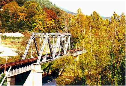 Bridge over Tuckaseegee.jpg (57478 bytes)