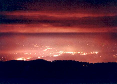 Pigeon Forge at Night.jpg (19619 bytes)