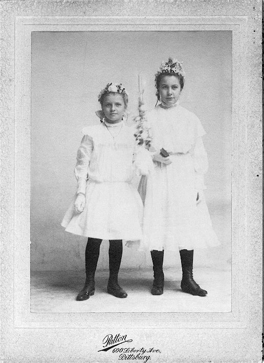 Two young Ladies.jpg (80751 bytes)
